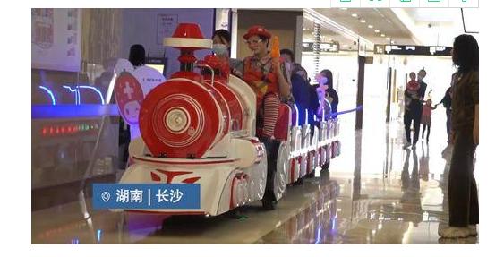 湖南一医院让孩子坐小火车排队看病