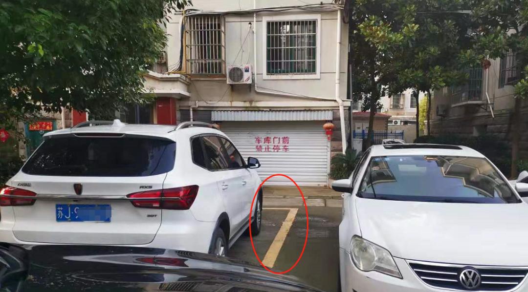 阜宁碧水豪苑物业乱画车位,网友车辆无法进出车库!