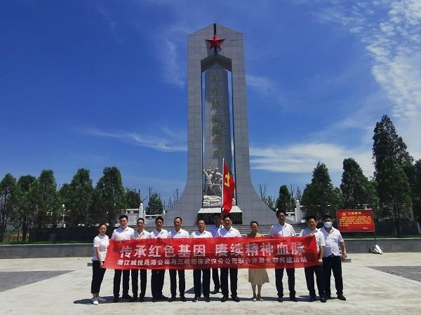4武汉分公司党支部在渔洋拖船埠旧址.jpg