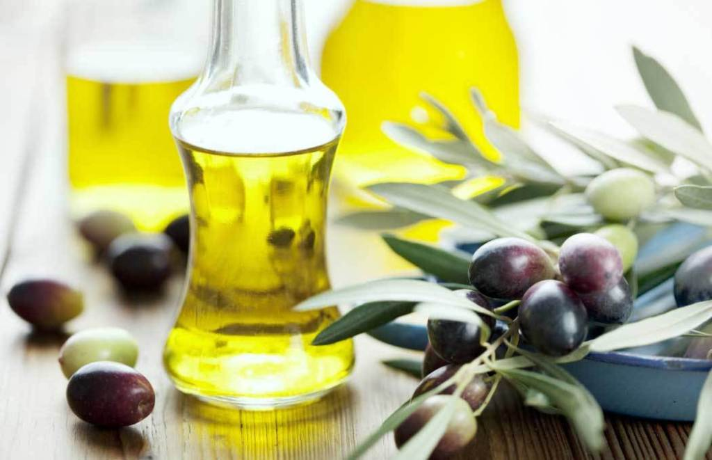 using-jojoba-oil-for-hair-growth.jpg