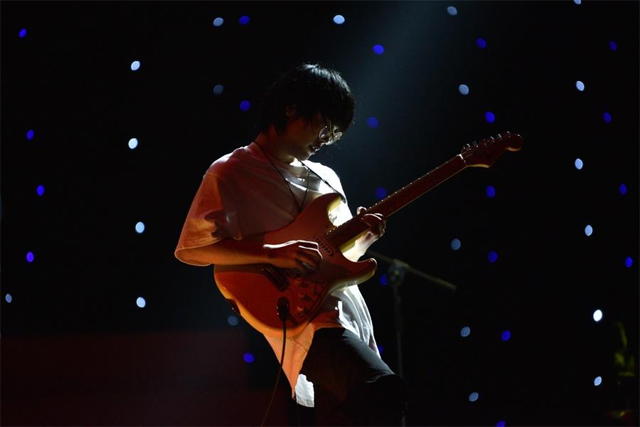 乐队表演《你要跳舞吗》3。.JPG