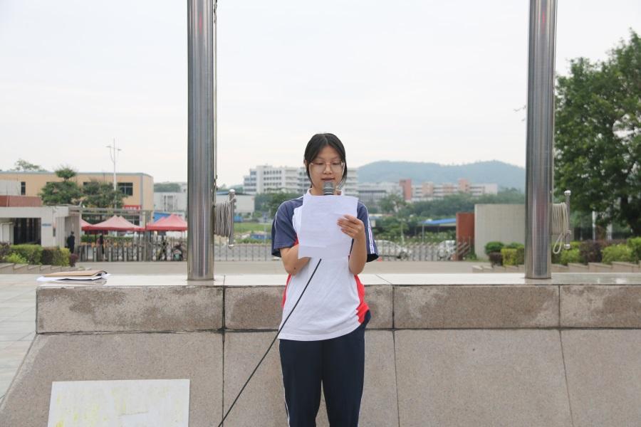 02获国家奖学金学生代表易巧媛同学发表感言。.JPG