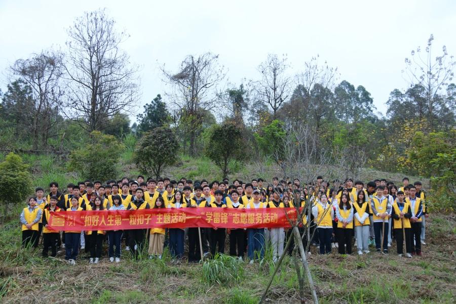 08植树节植树护林活动.JPG