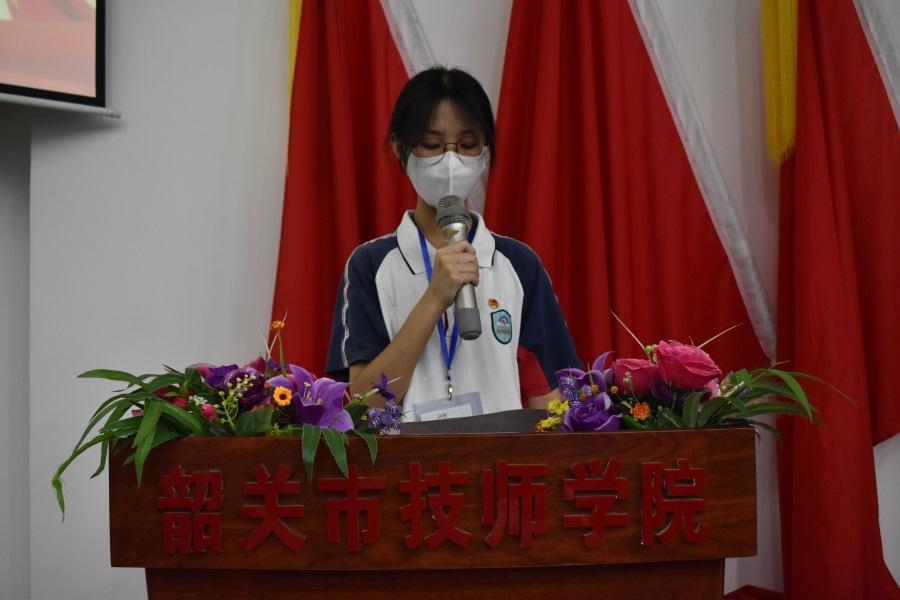 04新团员代表幼教1952班谢君婷发言。.JPG