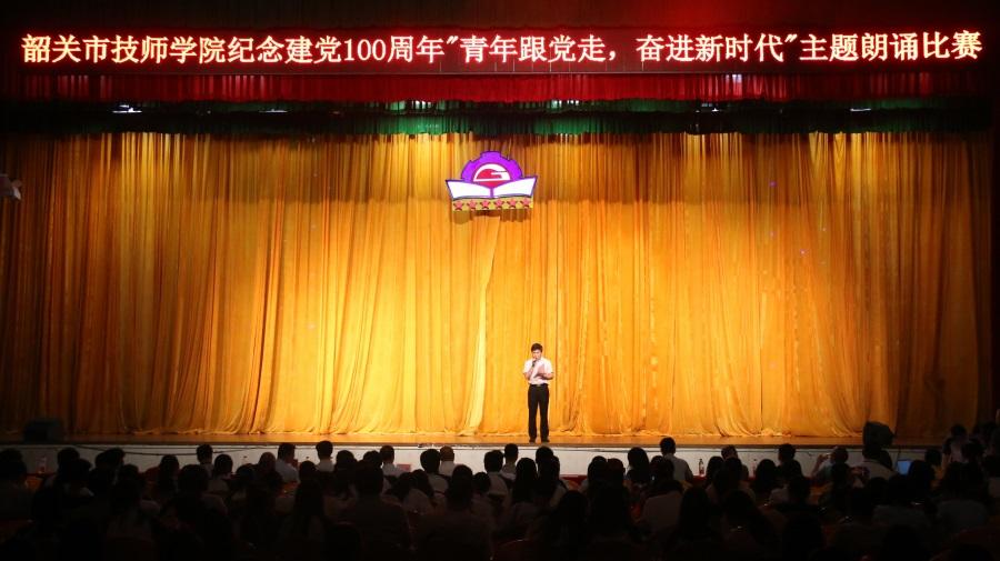 14学院党办主任王引柱同志就比赛项目作点评。.JPG