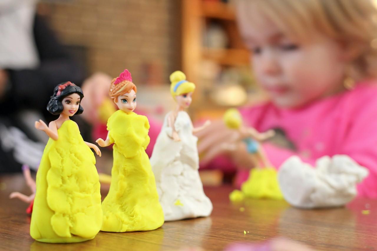 selective-focus-photography-of-three-disney-princesses-1089069.jpg