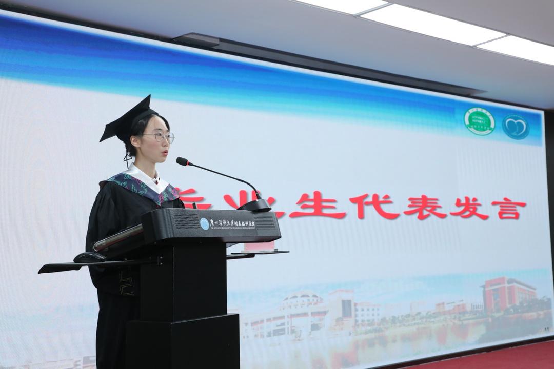 毕业生代表发言.jpg