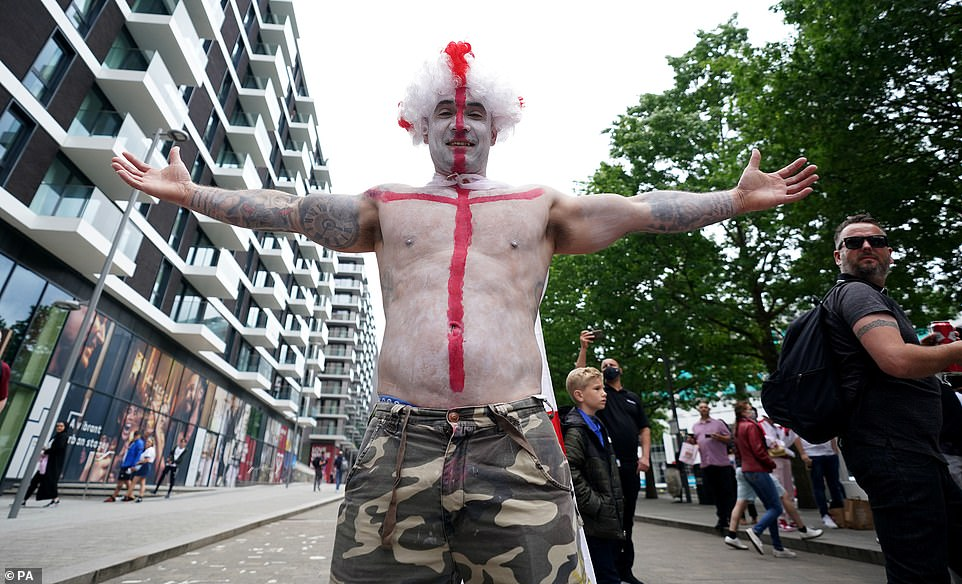 44818821-9737841-This_England_supporter_looks_ready_for_the_blockbuster_Euro_2020-a-42_1624986409347.jpg