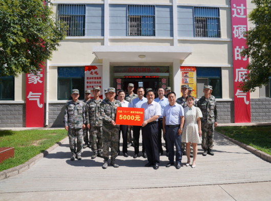 劉天宏走訪慰問駐寶部隊