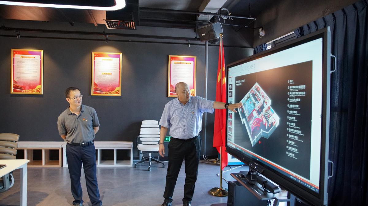 郑辉同学介绍了网龙数字党建展厅筹建情况.jpg