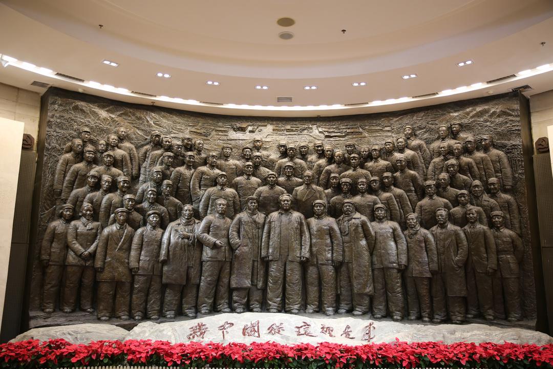 五大书记及中共中央机关将士雕像.JPG