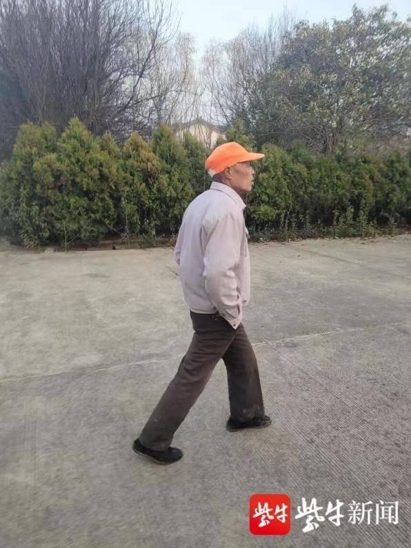 阜宁老爹开拖拉机撞伤初中生逃逸,最终被走路姿势出卖!