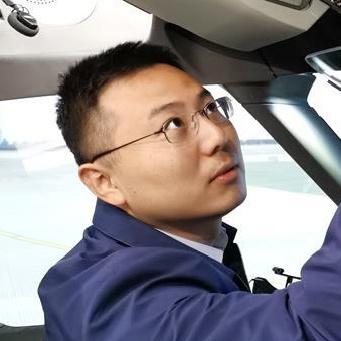 中国商飞在蓉飞行模拟机运行团队负责人姜毓琦在工作中(10月16日摄)。新华社.jpg